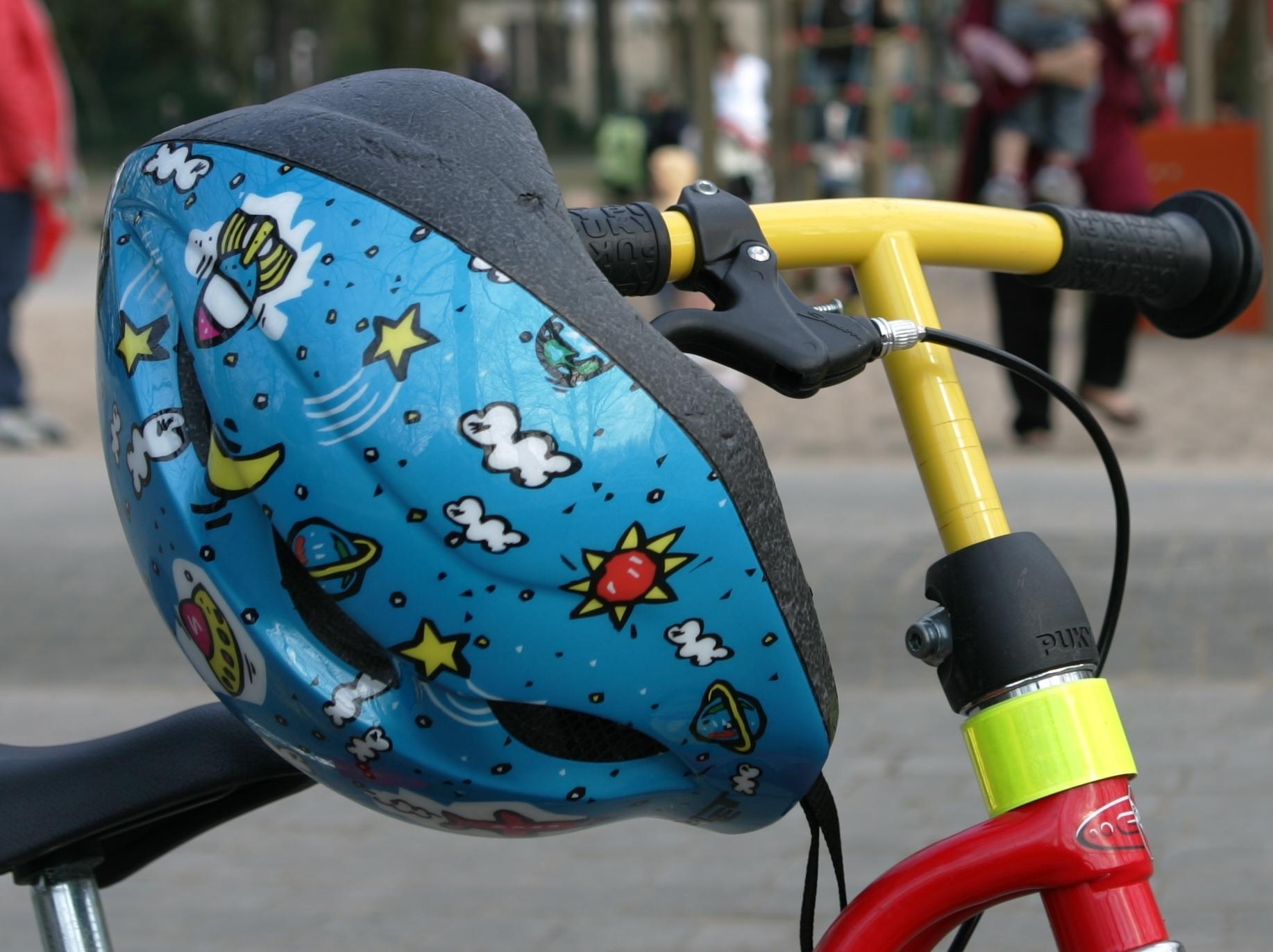 Helm am Fahrrad gross JPG