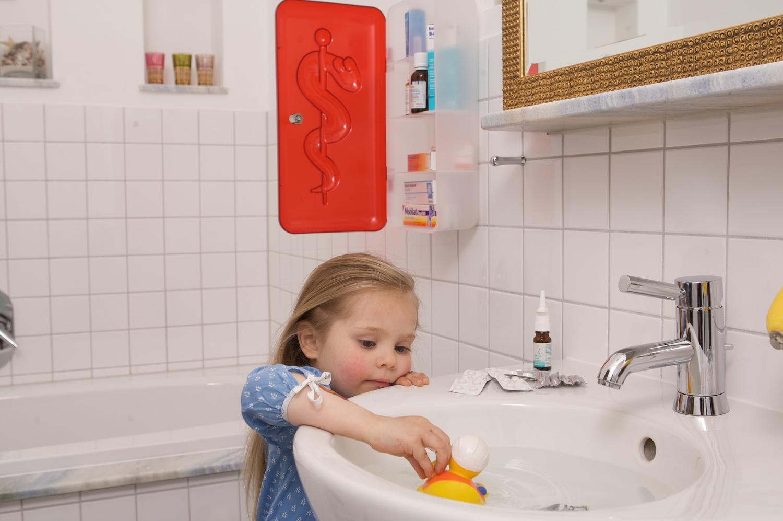 Besonders Für Säuglinge Und Kleinkinder Stellt Das Badezimmer Eine Gefahr  Dar